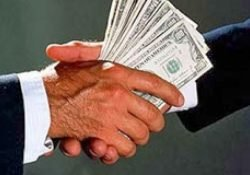 Democracia, corrupção e omissão