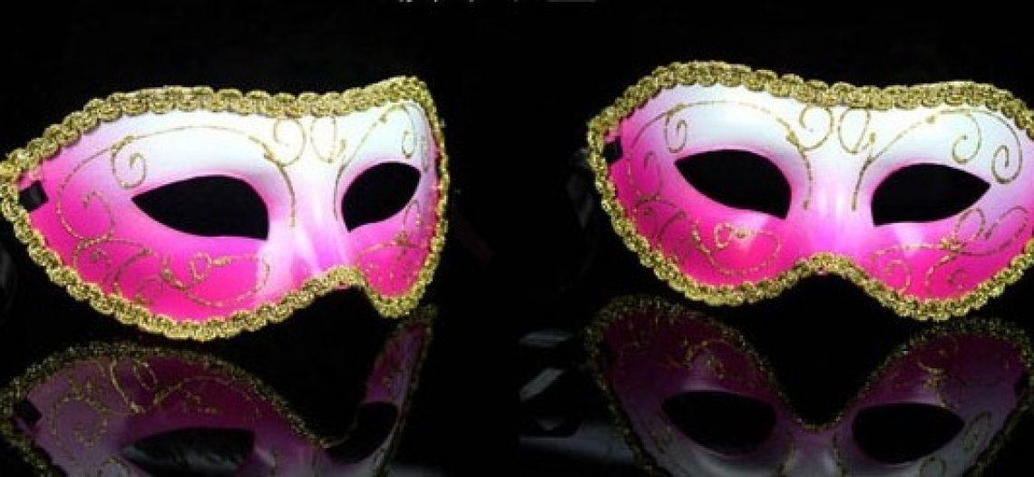 O carnaval como máscara e fantasia*